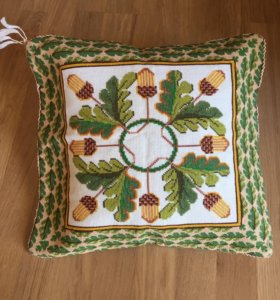 Подушка декоративная вышитая вручную