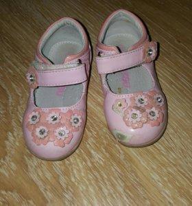 Туфли на девочку 20р