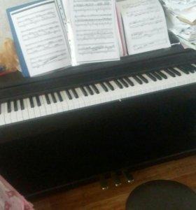 Цифровое пианино ,