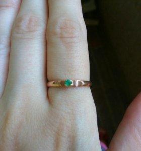 Золотое кольцо с уральским изумрудом