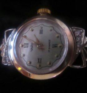 Продаю срочно  золотые часы Чайка с 6 бриллиантами