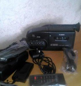 Видеокамера кассетная Canon.