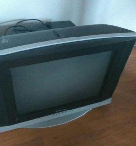 Телевизор Samsung с пультом, диагональ 54 см.