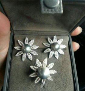 Комплект с бриллиантами.