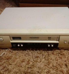 Видеомагнитафон и кассеты