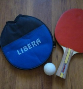Инвентарь для настольного тенниса.