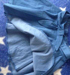 Голубая юбка из мягкой ткани