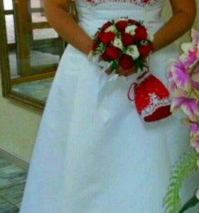 Платье свадебное с аксессуарами