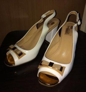 Босоножки 38-39 нат кожа туфли Tervolina