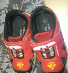 Удобные кроссовки на мальчика