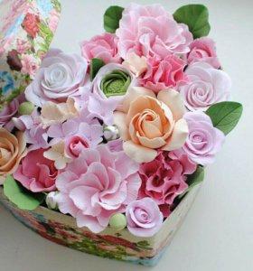 Композиция сердце с цветами из полимерной глины