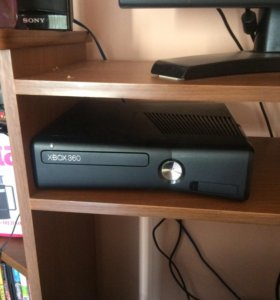Продам Xbox 360 slim шитый 3lt