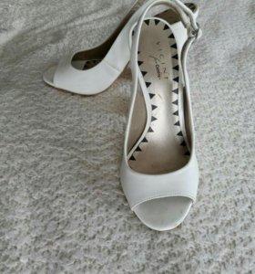 Туфли-басаножки