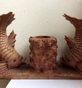 Деревянная подставка для ручек рыбы