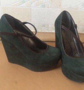 Замшевые туфли Bata