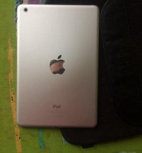 iPad mini белый