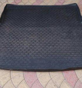 Коврик в багажник от Toyota avensis