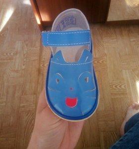 Детские сандалии для садика