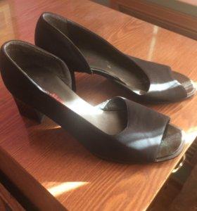 Туфли открытые замшевые