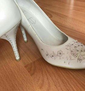 Свадебное платье, туфли и т.д.