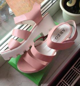 Новые нежно-розовые босоножки