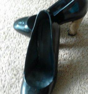 Туфли из лакированный кожи р-р 38