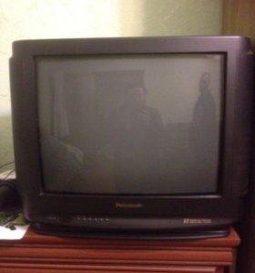 Телевизор с пультом.