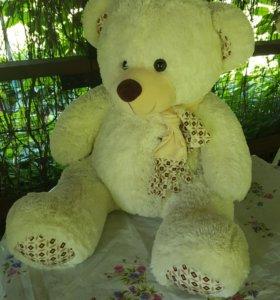 Медведь плюшевый белый