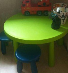Стол и 4 табурета