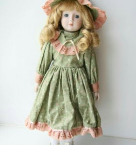 """Коллекционная фарфоровая кукла """"Sindi"""""""