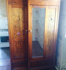 Продам довоенный шкаф