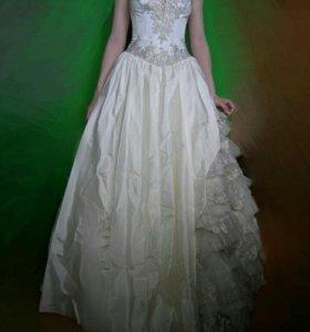 Свадебное платье, размер 42-44, хорошее состояние