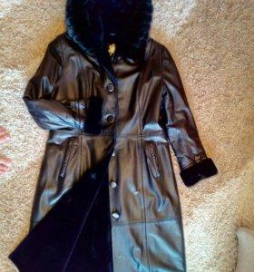 Пальто кожа.