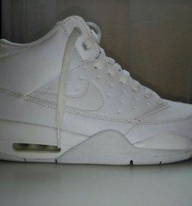 Новые кроссовки Nike Air Flight.