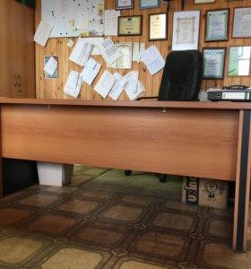 стол руководителя с тумбочкой