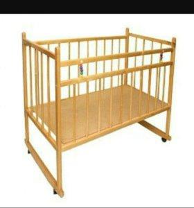 Кроватка на колёсиках