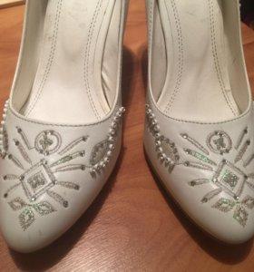 Туфли белые 37