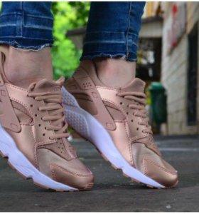 Nike air Huarache Gold
