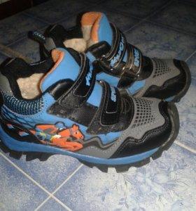 Детские кроссовки. Размер 32.