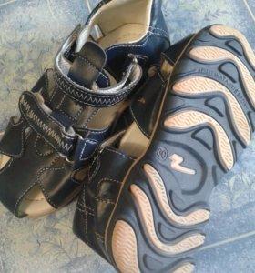 Детские сандалии. Новые.