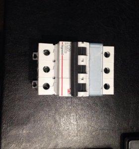 Автоматический выключатель Legrand 3P 20A