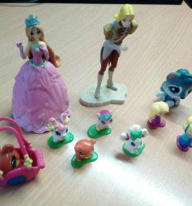 Фигурки Винкс и игрушки из Киндера.