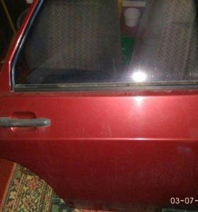 Дверь задняя правая,стекло лобовое заднее,радиатор