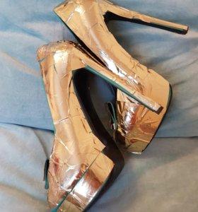 Яркие необычные стильные туфли