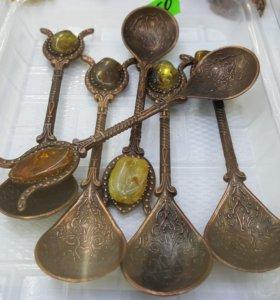 Янтарь натуральный.Сувенир ложка медь -латунь