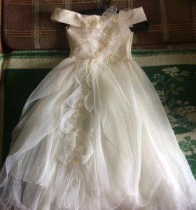 Прекрасное,белоснежное платье