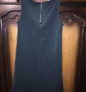 Темно-зеленое платье