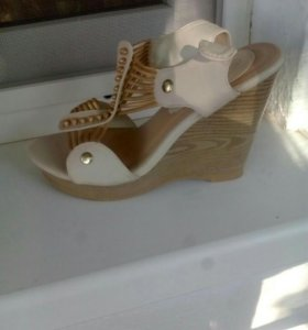 Туфли, цена за 2 пары 600р