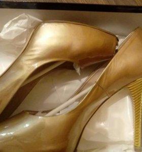Новые туфли FABIANI 39,5-40