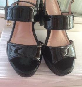 Туфли лаковые новые 35